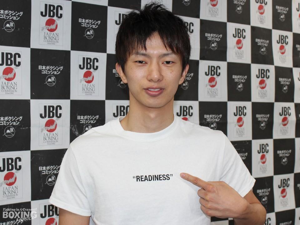 田口良一がリーチで9.5㎝上回る