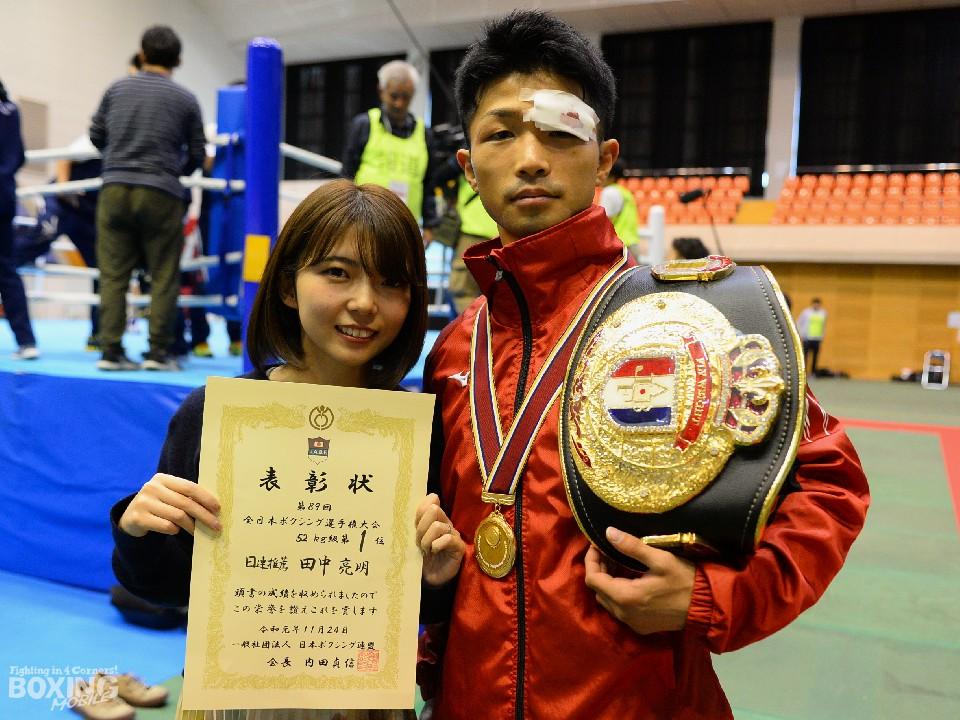 去年の全日本選手権優勝時に奥さん(左)と