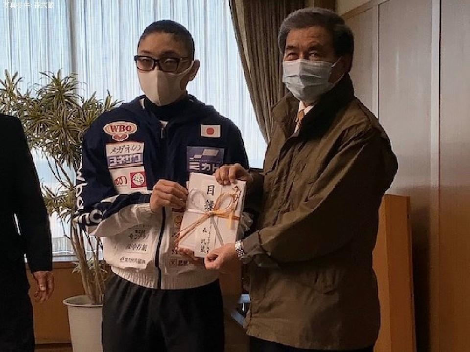 森武蔵(20)が地元にマスクを贈った