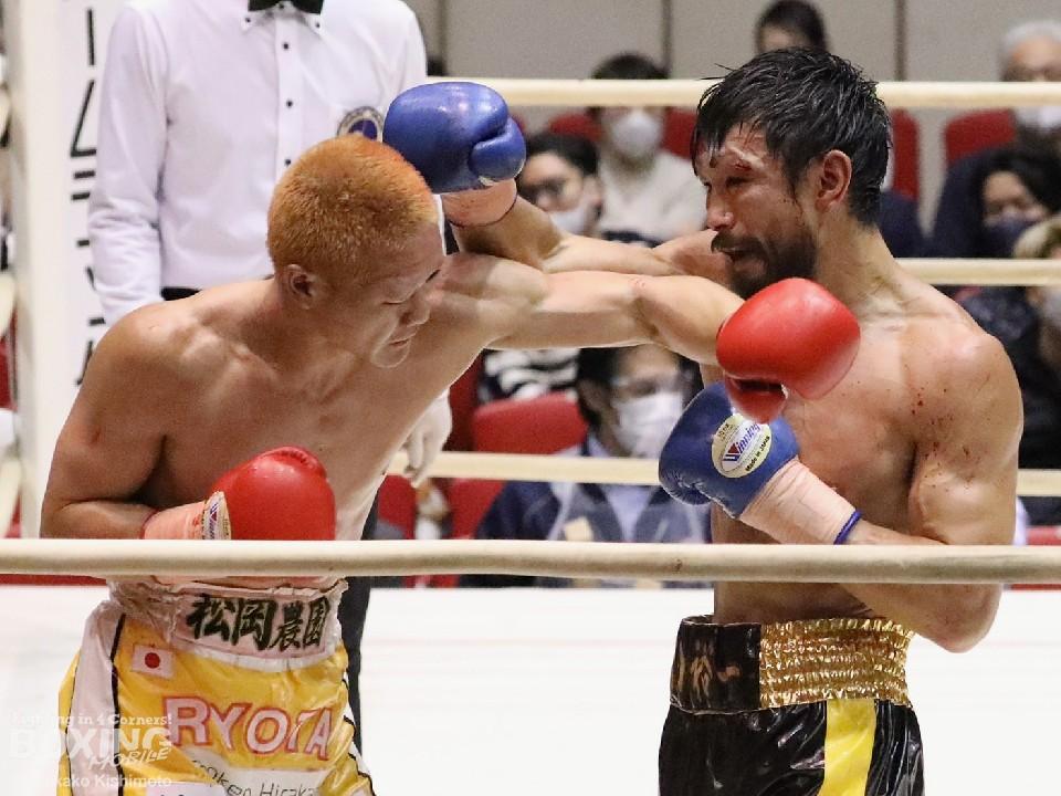左:矢田良太(グリーンツダ)<br>右:出田裕一(三迫)が激戦!