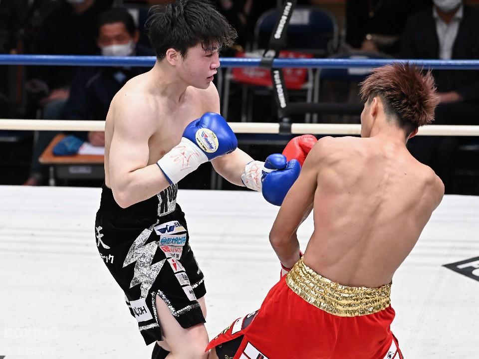 左:小畑武尊(ダッシュ東保)<br>右:安達陸虎(大橋)