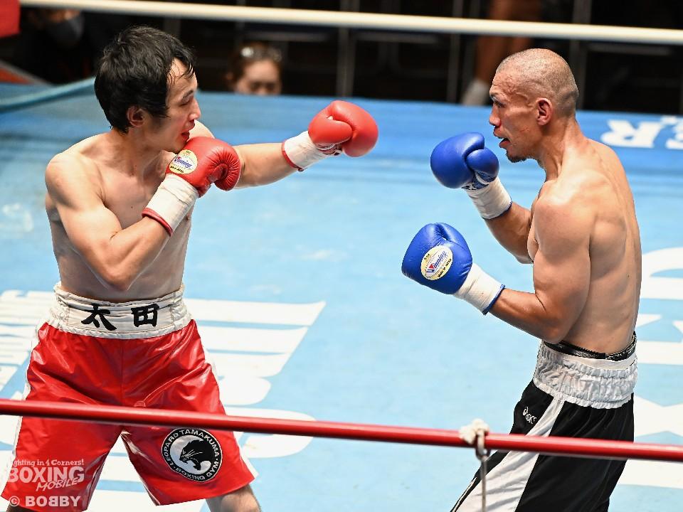 左:太田啓介(レパード玉熊) <br>右:小澤剛(鴻巣茂野)